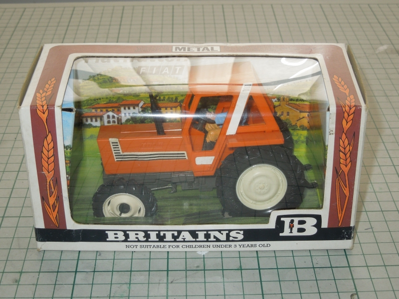jr_fiat_880_001_002_britains_box.jpg