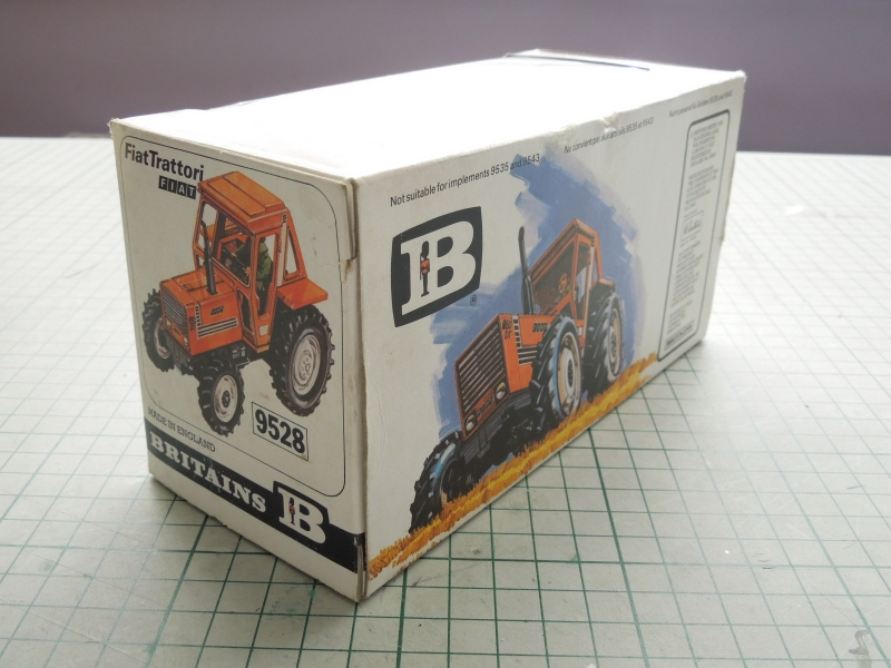jr_fiat_880_001_003_britains_box.jpg